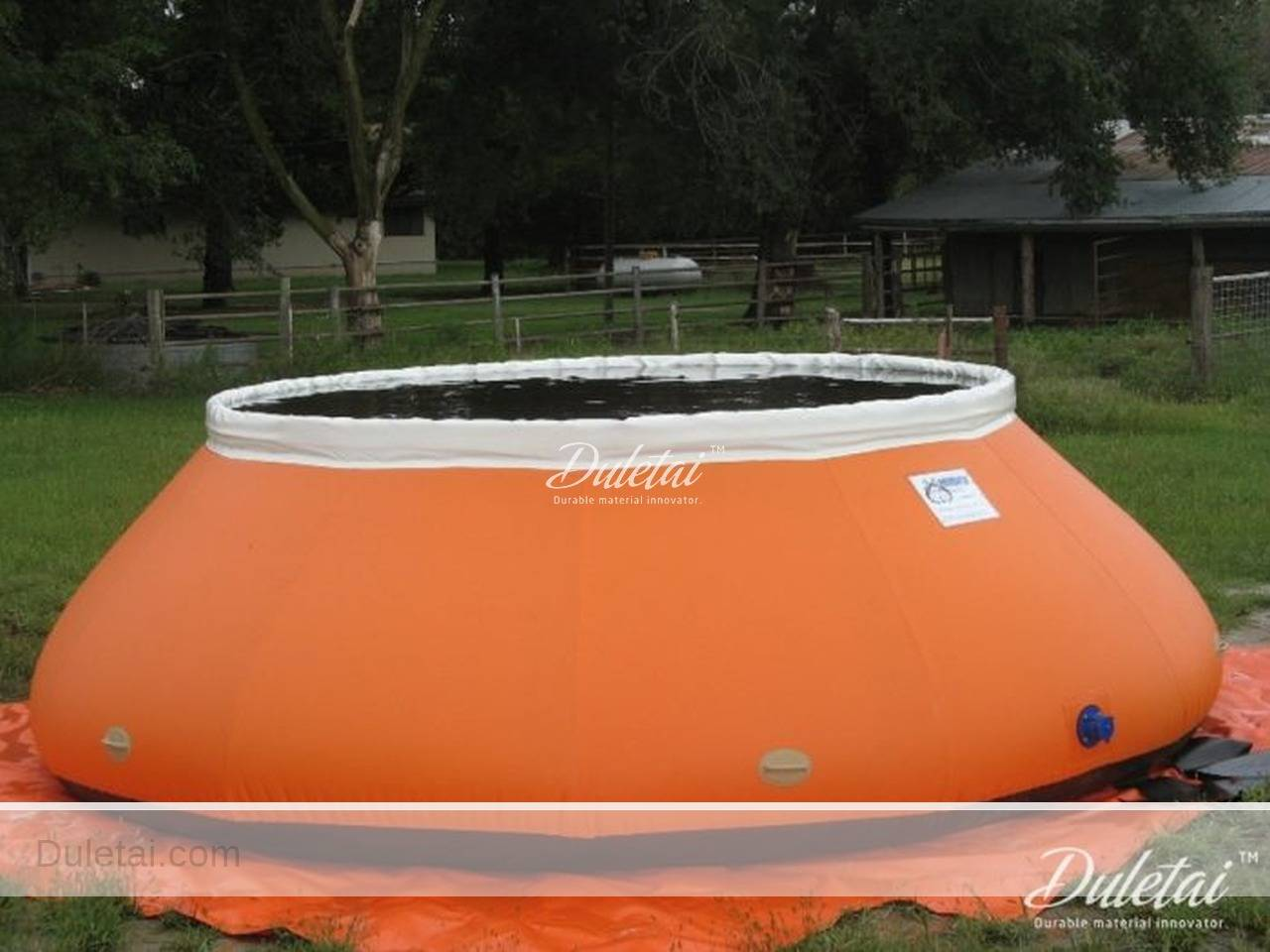 Inflatable water tanks